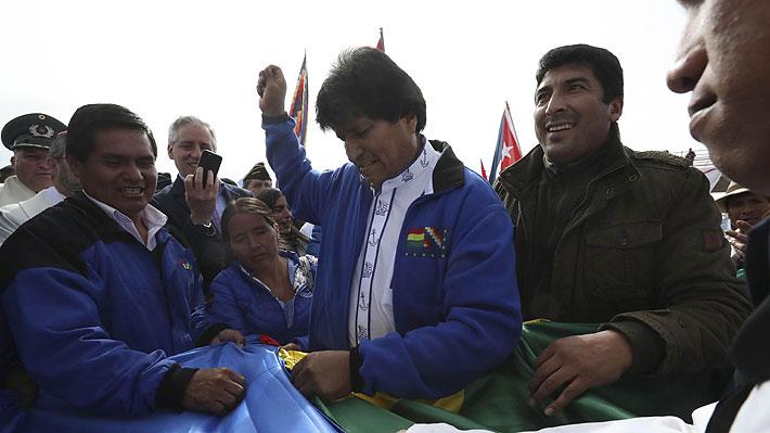 """Evo Morales y """"banderazo"""" por demanda marítima: """"Es un hecho histórico, inédito e inolvidable"""""""