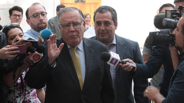 """Campos dice que aunque se lo pidiera el Papa, no """"ejecutaba"""" cierre de Punta Peuco el fin de semana porque ya no era ministro"""