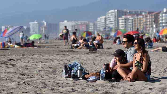 Diputados aprueban aumentar de 15 a 20 días las vacaciones y eliminar feriado del 12 de octubre. ¿Qué te parece?