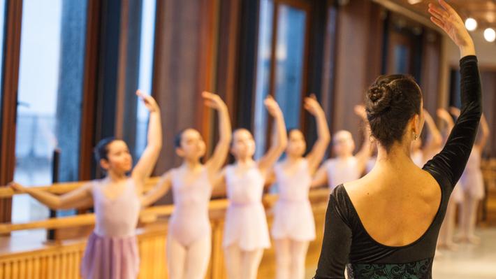 93 bailarines del Teatro del Lago son certificados por prestigiosa academia internacional de danza
