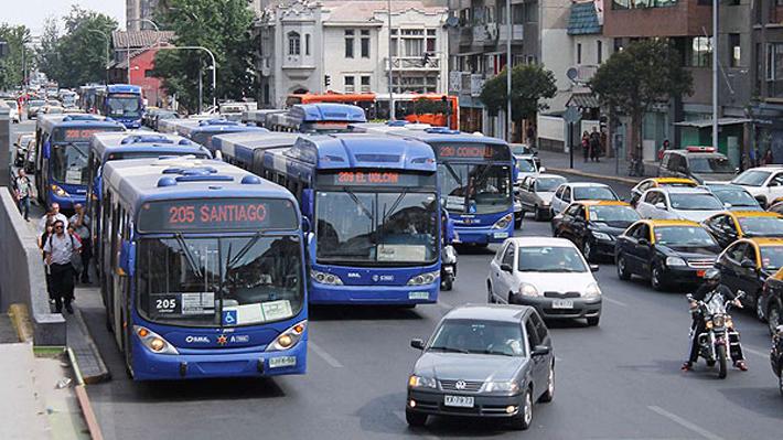 """Ex autoridades de Transportes defienden proceso de licitación del Transantiago y acusan """"prejuicios"""" del Gobierno"""