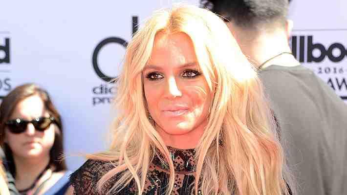 Britney Spears es criticada por exceso de retoque en fotos de campaña para marca de lujo