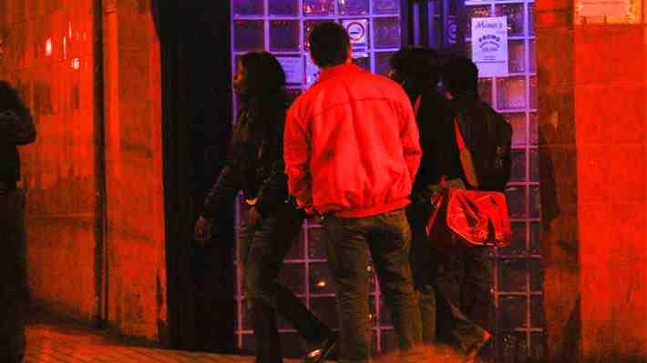 """Concejal de Providencia advierte: """"Se está armando un Barrio Rojo"""" en Manuel Montt. ¿Qué opinas?"""