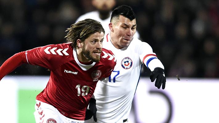"""Gary Medel cree que el """"frío y cancha en mal estado"""" jugaron en contra de la """"Roja"""" ante Dinamarca"""