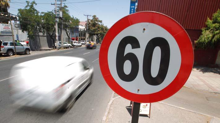 """Reducir la velocidad a 50 km/h: Senador UDI acusa nueva """"fricción"""" entre el Gobierno y Chile Vamos"""