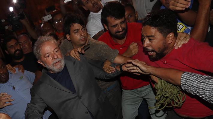 """Abogado de Lula tras visitarlo en prisión: """"Está bien pero indignado"""""""