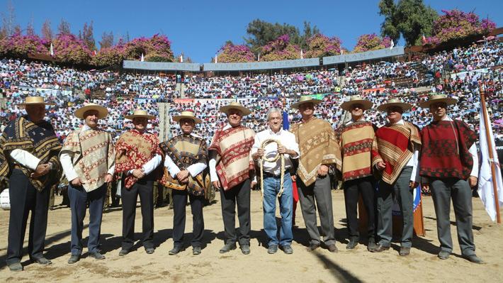 """Piñera asiste a la final del """"Champion de Chile"""" y defiende el rodeo por ser parte de las tradiciones nacionales"""