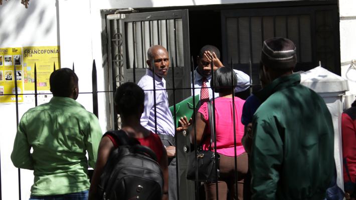El decreto que permite la regularización gradual de 300 mil inmigrantes en el país