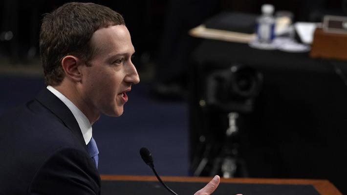 Mark Zuckerberg concluye su primera jornada ante el Congreso de EE.UU. comprometido con una legislación de privacidad