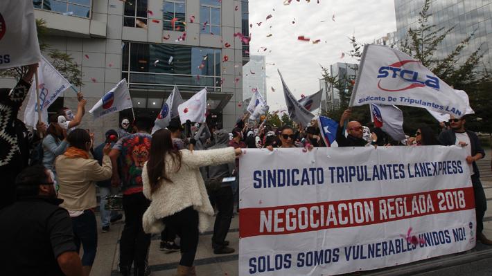 Nuevo acercamiento para destrabar el conflicto: Latam y sindicato se reunirán este lunes