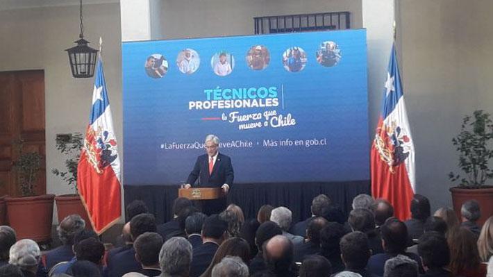 """Piñera firma proyecto de gratuidad en la educación técnica y recalca que """"no habrá lucro"""" en las universidades"""