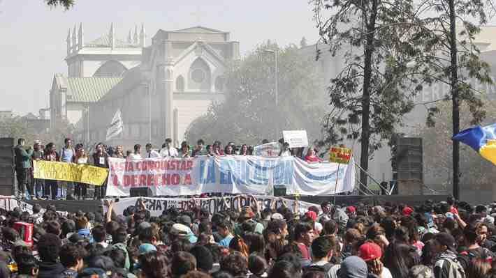 """Grupo de estudiantes rechaza marcha: """"En la Confech toman decisiones a puertas cerradas"""". ¿Qué piensas de esta posición?"""