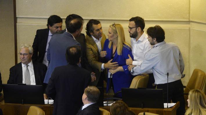 """Diputado Urrutia califica a víctimas de la dictadura como """"terroristas con aguinaldo"""" y oposición abandona la Sala"""