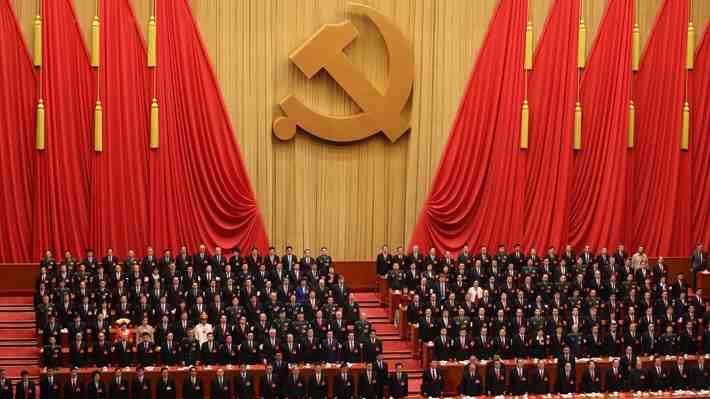 """¿El término """"comunismo"""" debe incluir """"totalitario"""" en su definición? Solicitud a la RAE enciende el debate, hazte parte."""