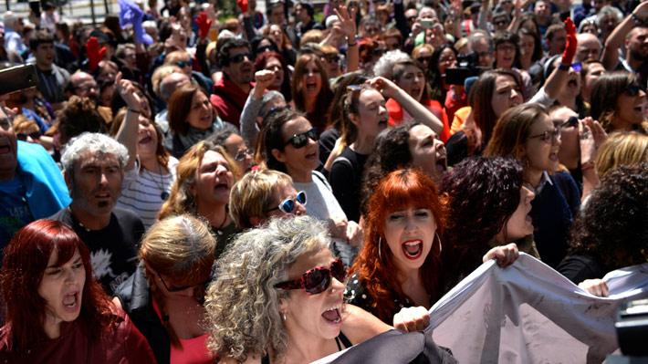 """Caso """"La Manada"""": Sentencia por abuso y no por violación causa indignación y protestas en España"""