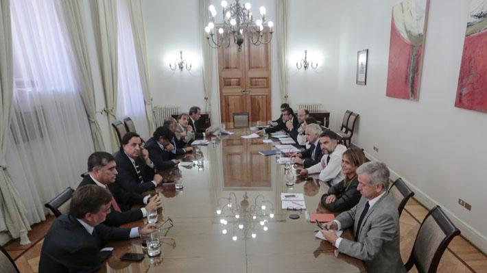 Modificación a la Ley de Adopción: El nuevo choque valórico que se podría generar en Chile Vamos