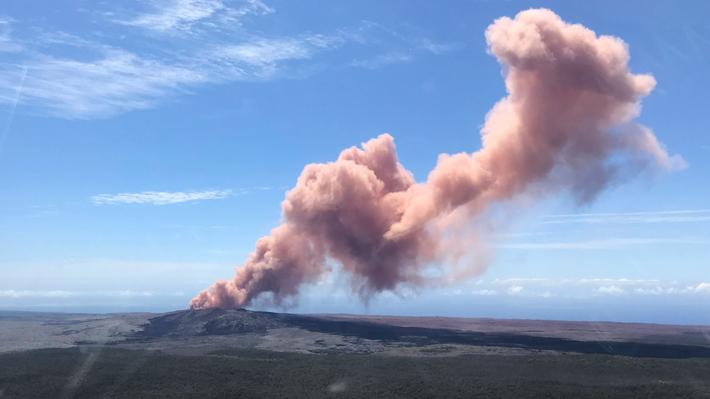 Autoridades de Hawaii ordenan evacuación de miles de personas tras erupción de volcán Kilauea