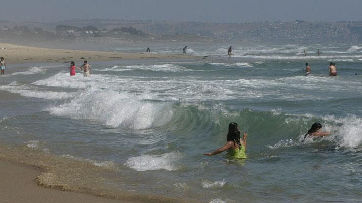 Profesor fallece tras rescatar a tres alumnos de ahogarse en playa de El Tabo
