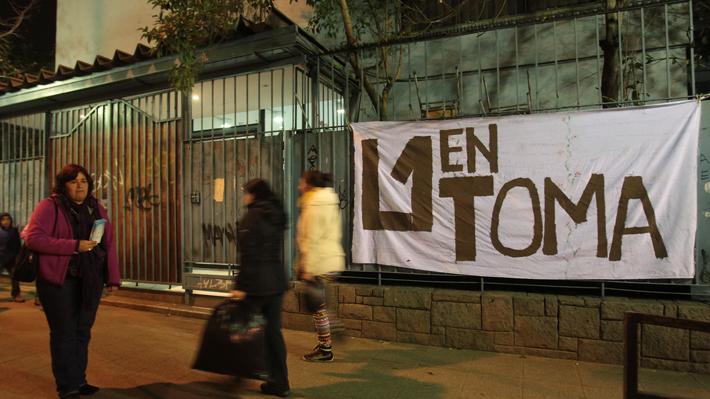 Alumnas se toman el Liceo Javiera Carrera ante nueva movilización estudiantil