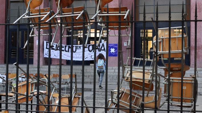 """""""Tomas feministas"""": Los establecimientos educacionales movilizados a raíz de casos de acoso sexual"""