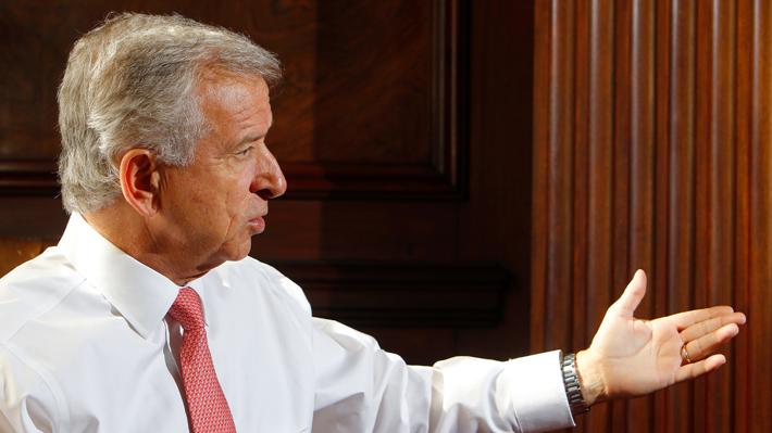Director de ex alumnos de Harvard asegura que la invitación a Larraín fue en su calidad de ministro