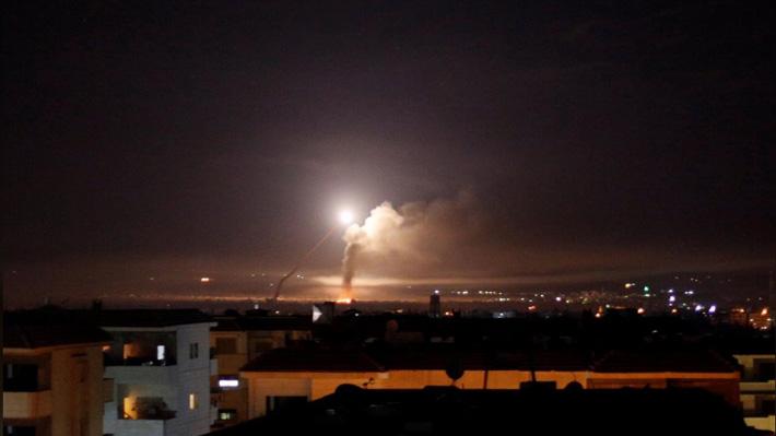 Israel ataca docenas de objetivos iraníes en Siria tras disparo de cohetes