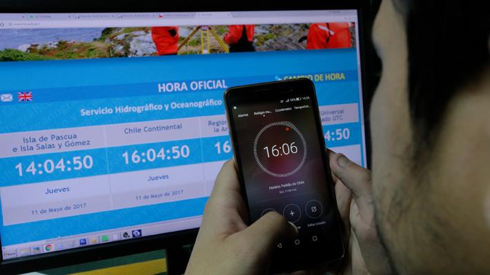 Revisa los consejos para evitar los problemas en smartphones y computadores con el cambio de hora