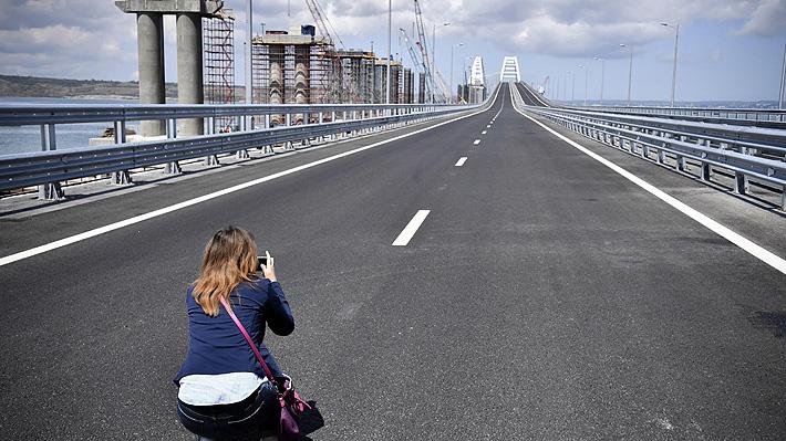 """UE rechaza nuevo puente entre Rusia y Crimea: Es otra """"violación de la soberanía"""" de Ucrania"""