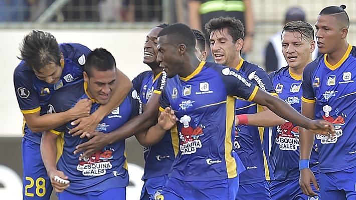 Delfín da la sorpresa, vence a Atlético Nacional y enreda aún más a Colo Colo