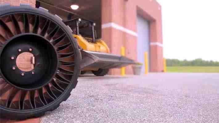 Sale al mercado un neumático que no requiere de aire para operar