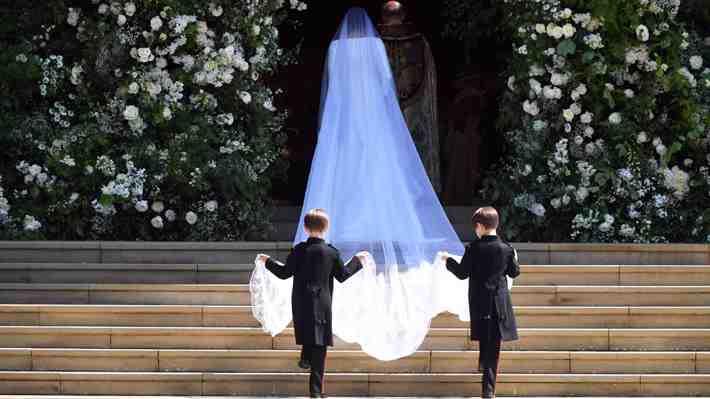 Galería: El vestido de novia de Meghan, de seda y cuello bote diseñado por Clare Waight Keller