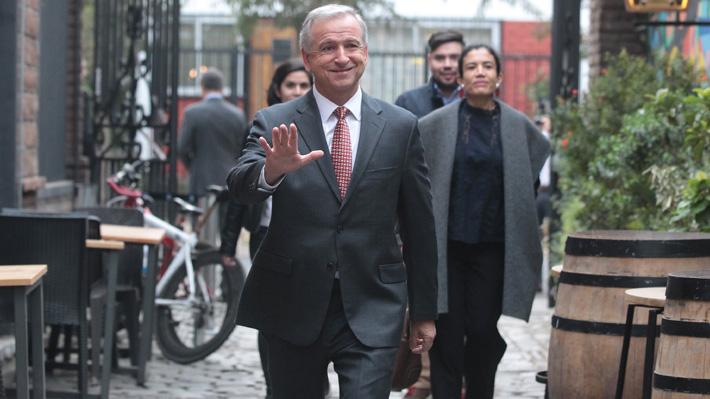 En manos del CDE permanecen los antecedentes del viaje del ministro Larraín a Harvard