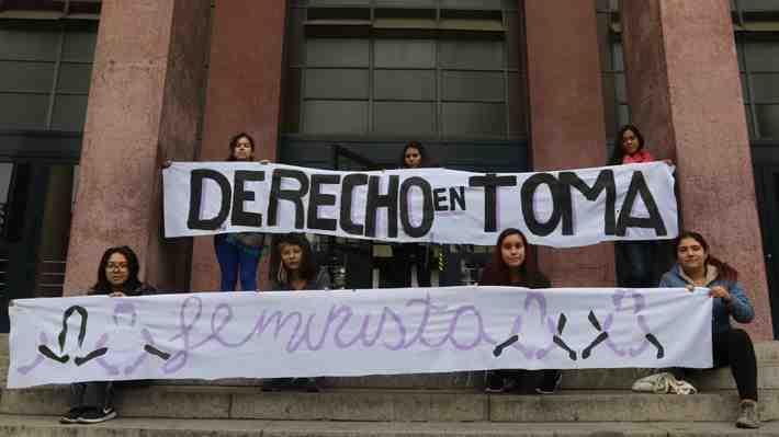 Decano Harasic hace mea culpa tras la toma feminista en la U. de Chile. ¿Compartes su visión?