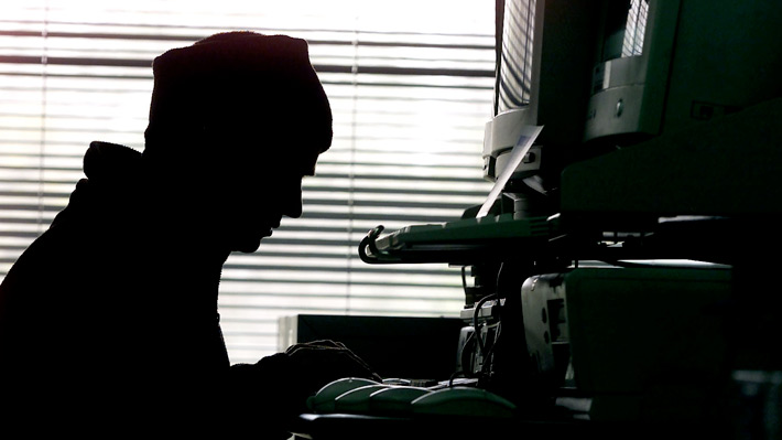 Ciberataques en Chile no sólo afectan a bancos: Por qué los hackers también apuntan a servicios industriales y de la salud