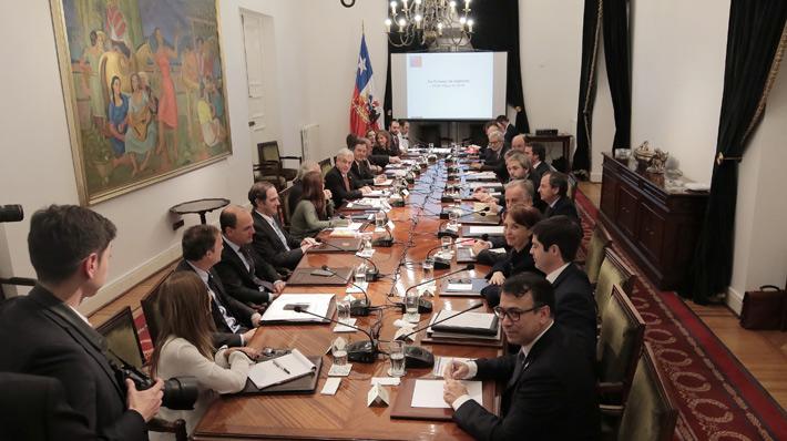 """Piñera dice a consejo de gabinete que irá a Cuenta Pública con """"humildad y tranquilidad"""" para hacer balance"""