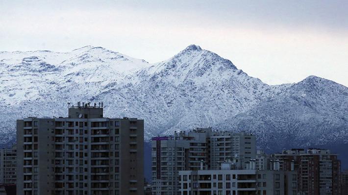 Meteorología confirma precipitaciones intermitentes durante la jornada en la RM y nieve a partir de la noche