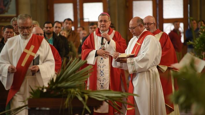 """Obispo Barros ofrece disculpas por sus """"limitaciones y lo que no pude lograr"""" tras confirmarse su salida de Osorno"""