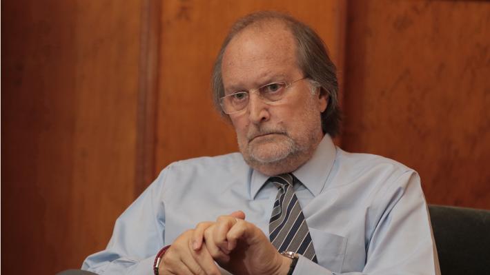 Renuncia decano de la Facultad de Derecho de la U. de Chile y critica las tomas: la última suma 46 días