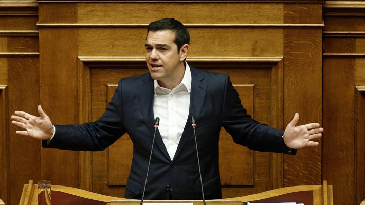 Gobierno griego enfrenta una moción de censura y protestas por cambio de nombre de Macedonia
