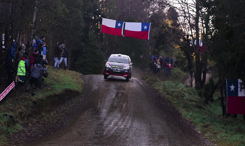Accidentes y abandonos marcan el primer día de competencia del RallyMobil en Frutillar