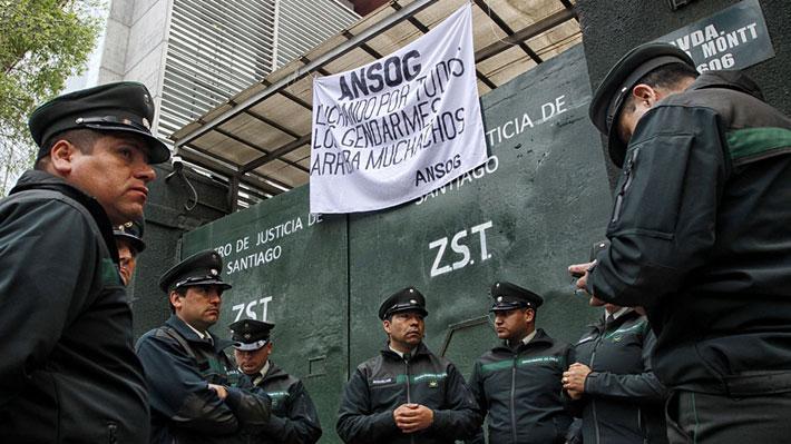 Gremios de Gendarmería fijan plazo para reunirse con Larraín: De lo contrario irán a paro