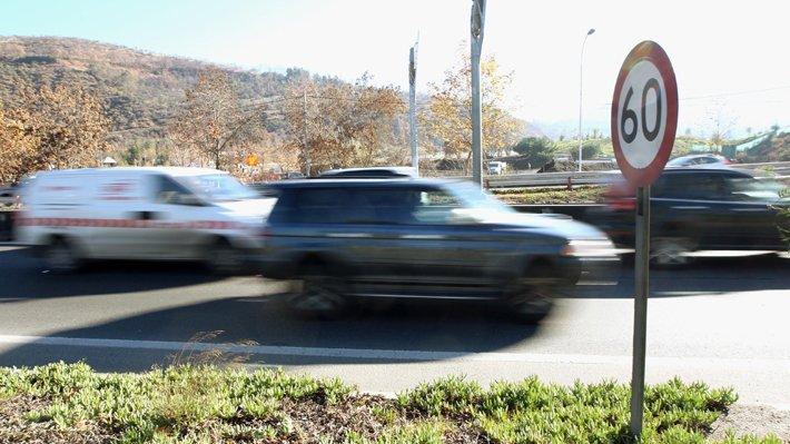 Congreso aprueba disminuir velocidad máxima de 60 a 50 kilómetros por hora