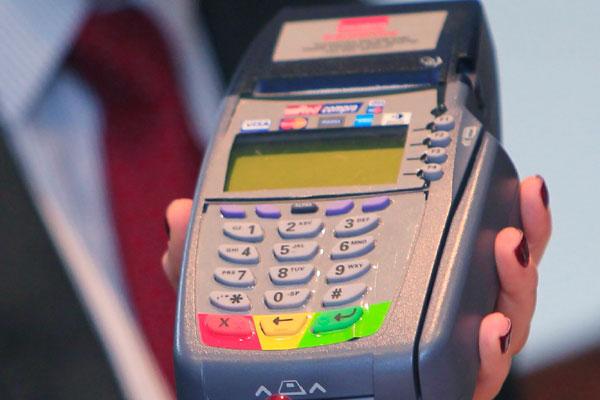 Transbank aclara como operará el pago con tarjetas luego de la decisión de Santander de no renovar su contrato