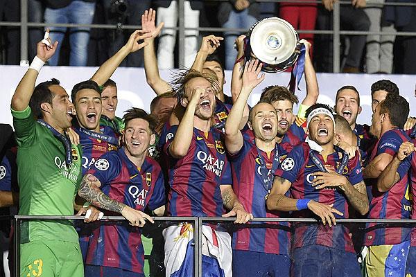 Barcelona gana la Champions ante Juventus y Bravo se convierte en el primer chileno en levantar el trofeo