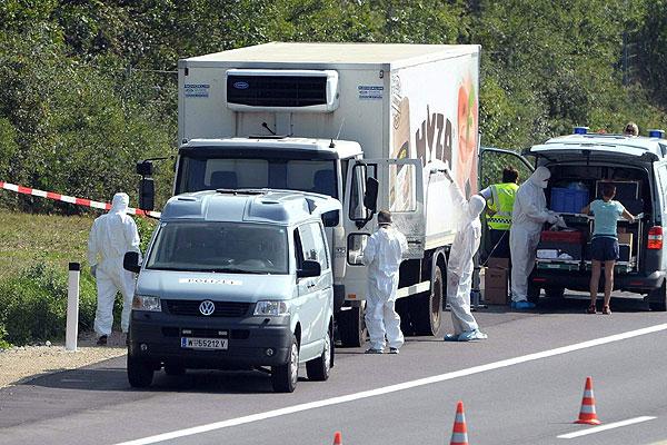 Austria: confirman que migrantes hallados en un camión murieron por asfixia