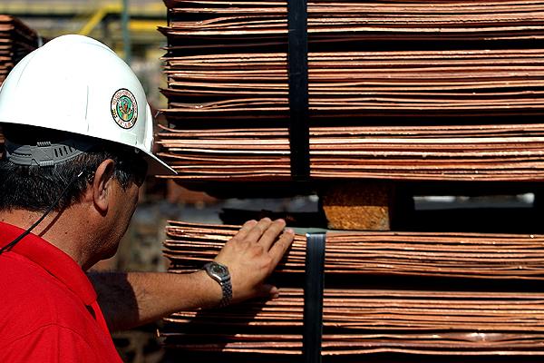 Se acaba el boom minero: ¿Chile aprovechó de diversificar su economía en 10 años?