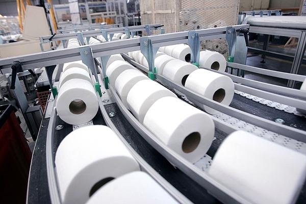 FNE acusa de colusión a CMPC y SCA por fijar precios en venta de papeles tissue