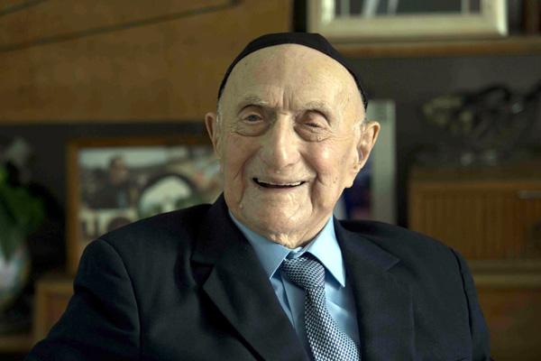 Hombre más anciano del mundo asegura que no hay secretos para llegar a sus 112 años: