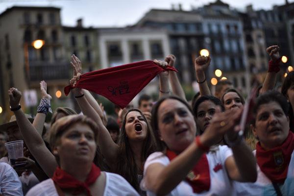 Los WhatsApp que intercambiaron los detenidos por violación en San Fermín