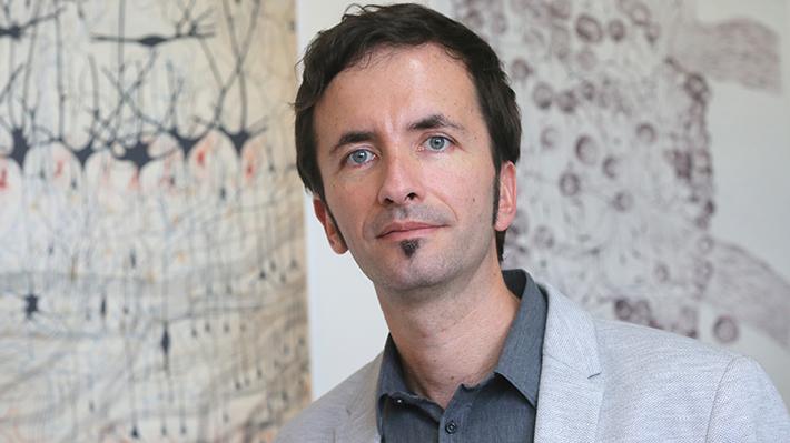 Claudio Hetz, el científico chileno que cautivó a Michael J. Fox para curar el Parkinson